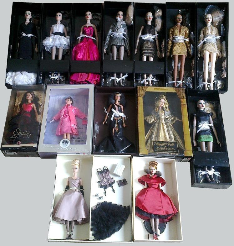 Na parte superior da imagem, bonecas de outros fabricantes | Crédito da imagem: Desirée Veiga | Arquivo pessoal