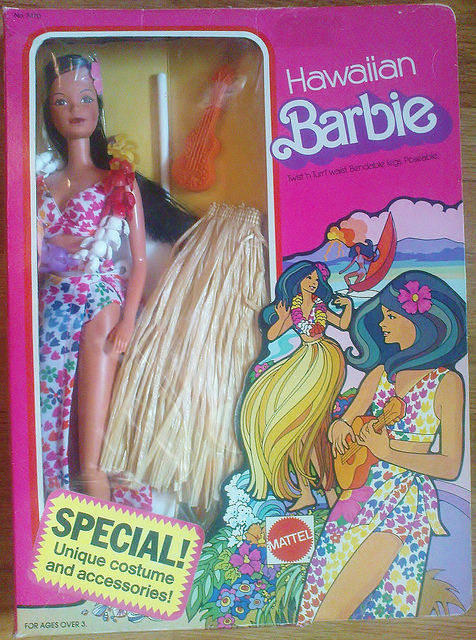Hawaiian Barbie de 1975 | Crédito da imagem: R. Berlin-Rebecca Berlin/Flickr