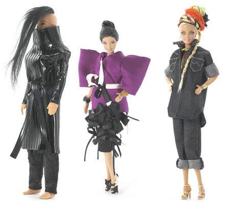 Edições ultralimitadas lançadas em 2009: Ken by Gareth Pugh, Barbie by Roksanda Ilincic e Barbie by Danielle Scutt | Crédito da imagem Divulgação Mattel via fasheccentric.onsugar.com