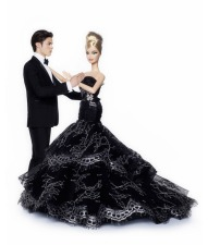 Barbie usa o vestido da BFMC Dahlia Barbie Doll | Crédito da imagem: divulgação Colette/Mattel via glamour.de