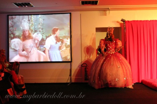 Fernanda como Glinda | Crédito da imagem: Samira | www.mybarbiedoll.com.br