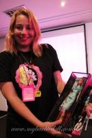 Andrea Fagundes, uma das sortudas da noite de domingo que faturou uma The Barbie Look inédita, autografada pelo Bill | Crédito da imagem: Samira | www.mybarbiedoll.com.br