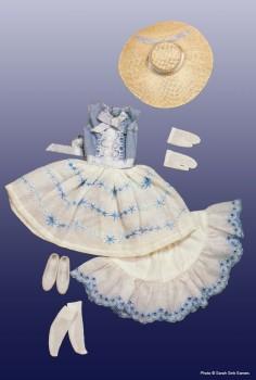 O traje original reproduzido nas duas versões comemorativas | Crédito da imagem: divulgação www.barbiecollector.com/Mattel