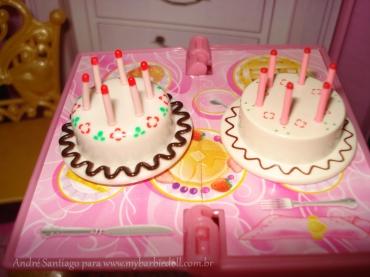 Esquerda: bolo de 50 anos e direita o bolo de 30 anos | Crédito da imagem: André Santiago para www.mybarbiedoll.com.br