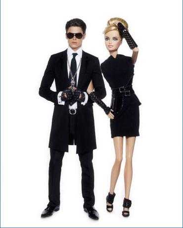 Dessa vez o próprio Karl a vestiu com uma de suas criações da coleção Printemps-été de 2009, da própria marca | Crédito da imagem: divulgação Colette/Mattel via glamour.de