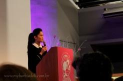 Linda Kyaw ministra palestra sobre seu trabalho | Crédito da imagem: Samira | www.mybarbiedoll.com.br