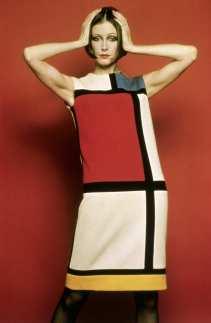 Modelo Mary Evans em um vestido inspirado na obra de Mondrian, assinado pelo estilista franco-argelino Yves Saint Laurent | Crédito da imagem: via nymag.com