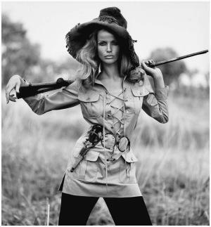 Veruschka em traje assinado por Yves Saint Laurent em 1968 | Crédito da imagem: Franco Rubartelli via https://pleasurephotoroom.wordpress.com